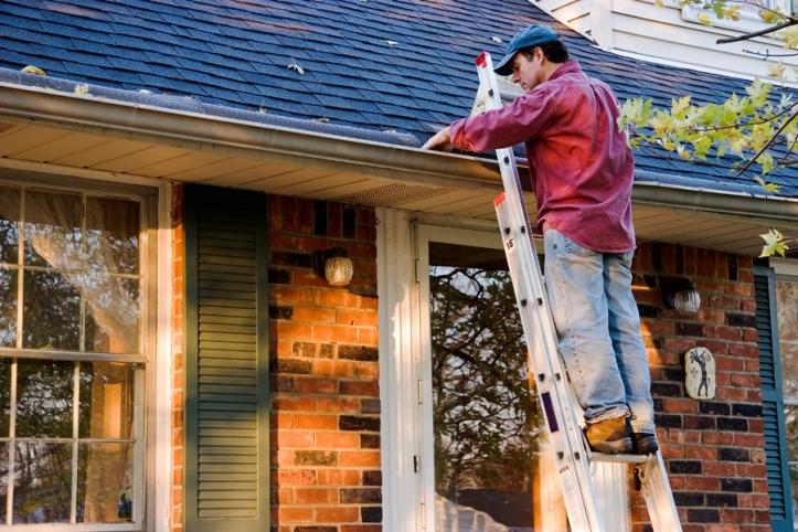 Gutter cleaning Free C21 Online shutterstock_215924530-900 092418